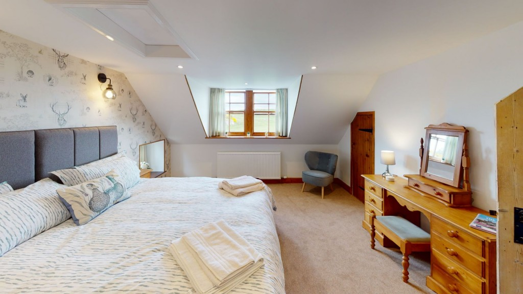 smailholm-mains-double-bedroom-01