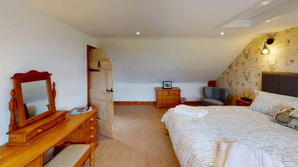 smailholm-mains-double-bedroom-02