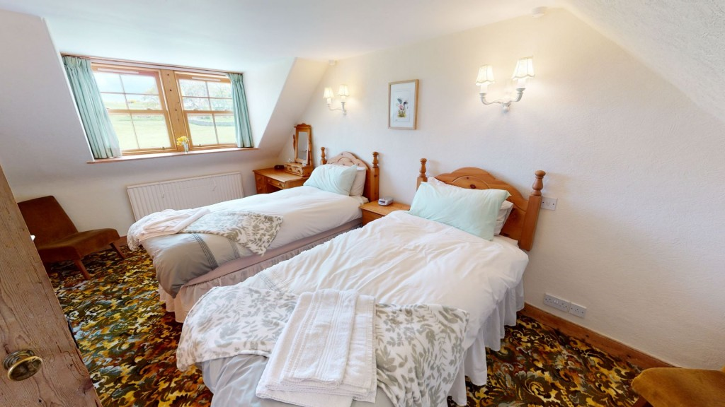 smailholm-mains-twin-bedroom-01