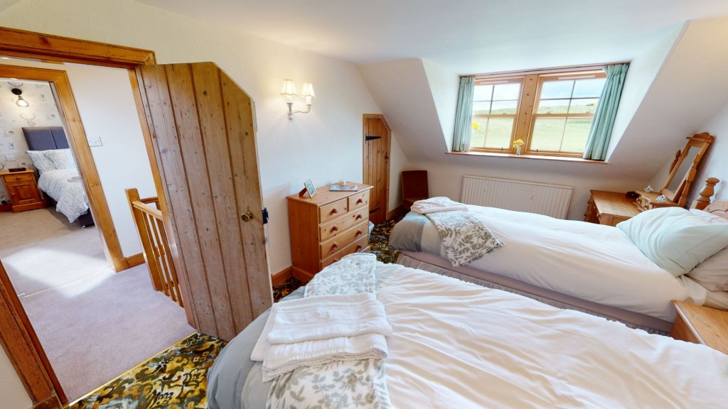 smailholm-mains-twin-bedroom-02