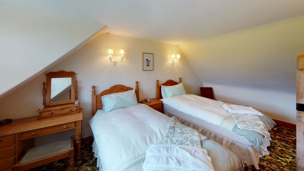 smailholm-mains-twin-bedroom-04